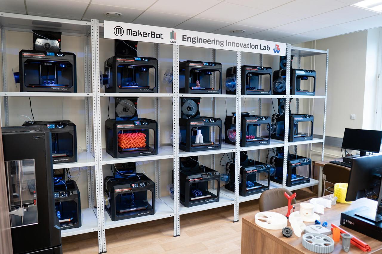 Laboratorium 16 drukarek 3D MakerBot